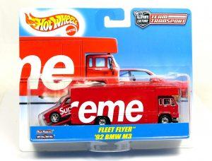 hotwheels-car-culture-team-transport-supreme-m3-1