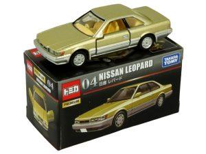 tomica-premium-04-nissan-leopard-gold-1